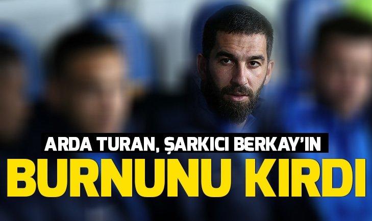ARDA TURAN, ŞARKICI BERKAY'IN BURNUNU KIRDI