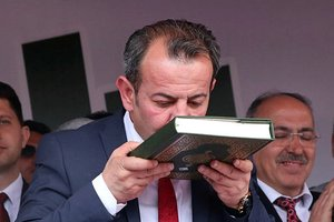 AK Partiden CHPli Bolu Belediye Başkanı Tanju Özcana tepki
