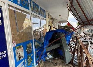 Aniden bastırdı! Antalya doluya teslim oldu: Çatılar uçtu ağaçlar devrildi