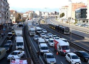 Sokağa çıkma kısıtlamasına rağmen İstanbul'da şaşırtan trafik! İşte nedeni...
