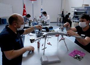 İhracat başarısı için geri sayım! Kamikaze drone üretimini ilk kez görüntülendi