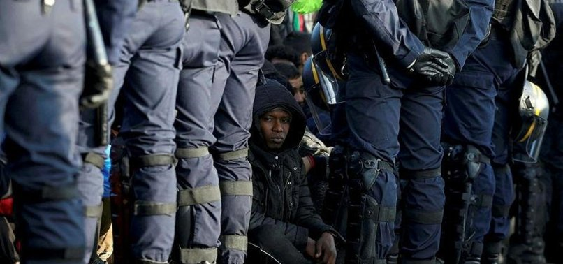 FRANSIZ POLİSİ SIĞINMACILARA SALDIRDI