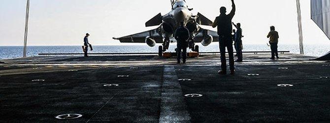 Fransız savaş uçakları acil iniş yaptı