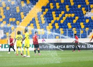 Gençlerbirliği - Fenerbahçe maçında fıskiye şoku!