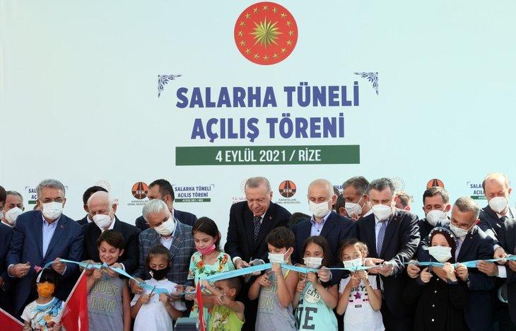 Başkan Recep Tayyip Erdoğan'a Rize'de sevgi seli! Çocuklardan 'Tayyip Dede' sloganları