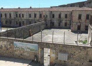 Sinop Cezaevi tarihe ışık tuttu! Restorasyon çalışmalarında Selçuk dönemine ait kitabeler ortaya çıktı