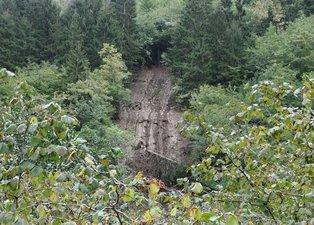 Doğu Karadeniz'de heyelan! Trabzon'da ırmak taştı, Rize'de heyelan meydana geldi