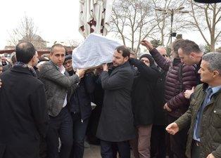 Hazine ve Maliye Bakanı Berat Albayrak İ.Ü. Cerrahpaşa Rektörü Nuri Aydın'ın annesinin cenaze törenine katıldı
