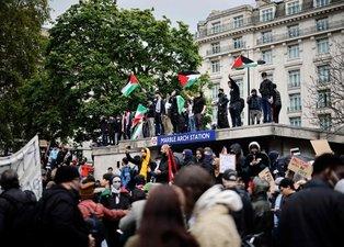 İngiltere'de İsrail'in Gazze saldırıları protesto edildi! Binlerce kişi...