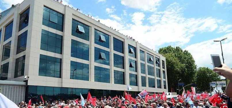 CHP'LİLERE YUMURTA ATILDI