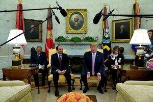 Trump darbeci Sisi'yi övdü