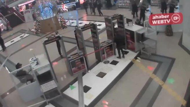 Ünlü oyuncunun hırsızlık yaptığı görüntüler ortaya çıktı