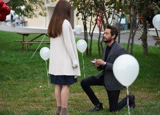 Kimse Bilmez 18. yeni bölüm fragmanı yayınlandı! Pilot'un evlilik teklifi damga vurdu