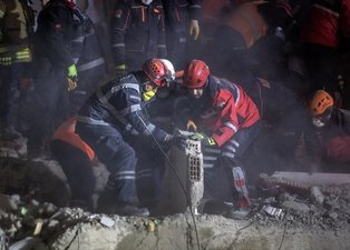 SON DAKİKA: Elazığ'daki deprem arama-kurtarma çalışmalarına onlar da katıldı! Harekete geçtiler