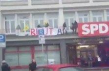 Avrupa'daki teröristler ayaklandı! Parti binası bastı