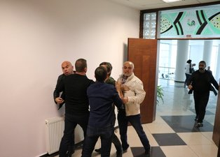 Denizlispor basın toplantısını silahla bastılar
