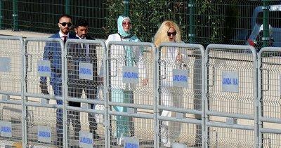Adnan Oktar'a 'kedicik'lerden destek