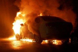 Kiev'de Rusya Büyükelçiliği'nin aracı ateşe verildi