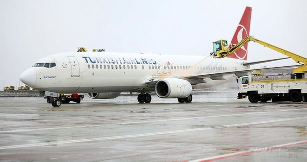 İstanbul Havalimanı kapalı mı | Açıklama geldi: Uçuşlar kar yağışına rağmen sürüyor! Cumhuriyet'in yüz kızartan yalanı ortaya çıktı