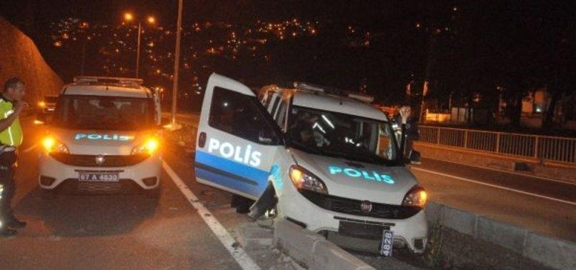 ALKOLLÜ SÜRÜCÜYÜ KOVALAYAN POLİS EKİBİ KAZA YAPTI