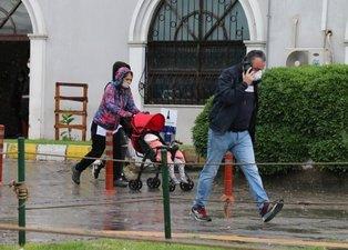 İzmir'de yeni normalin ilk gününde dükkanları su bastı! Vatandaş çileden çıktı