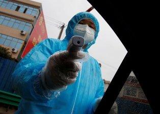 Koronavirüs salgını 638 can aldı! Vuhan'da polis kapı kapı geziyor