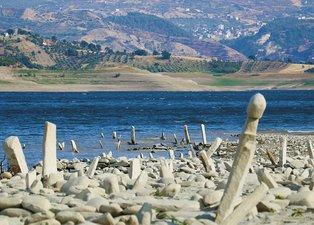 Baraj suları çekilince ortaya çıktı! 3 asır öncesine aitler! Halk şaşkın