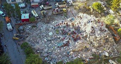 İzmir'de çöken Emrah Apartmanı'nda arama kurtarma çalışmalarında betonlar kürekle kırıldı