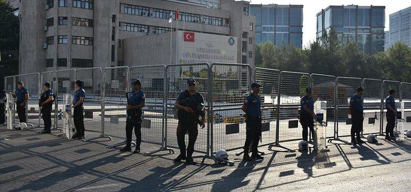 HDP'Lİ DİYARBAKIR, MARDİN VE VAN BÜYÜKŞEHİR BELEDİYE BAŞKANLARI GÖREVDEN UZAKLAŞTIRILDI