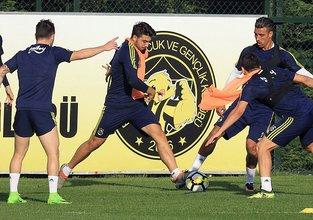 Derbi öncesi Fenerbahçe'ye şok! Yıldız isim 11'de yok