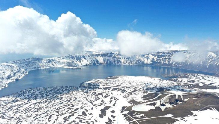 Masal dünyasını andıran görüntüler! Nemrut Krater Gölü büyüledi
