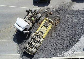 İstanbul'da hafriyat kamyonu dorsesi ters döndü! Tonlarca hafriyat yola saçıldı