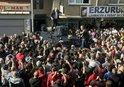 PENDİK'TA POLİS ÖZEL HAREKAT ZANLIYI ÖFKELİ KALABALIĞIN LİNÇ GİRİŞİMİNDEN ZOR KURTARDI |VİDEO