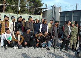 Suriyeliler, Türk askerini öperek evlerine böyle döndü...