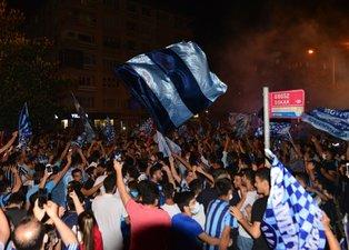 Adana Demirspor Süper Lig'de! Sabaha kadar tur attılar