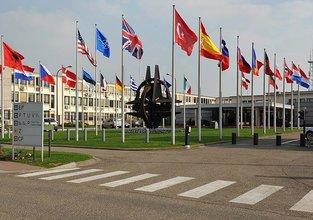 NATO toplantısında FETÖ'cü hain boş salona konuştu