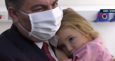 Sağlık Bakanı Koca Ayda ve Elif bebeği ziyaret etti
