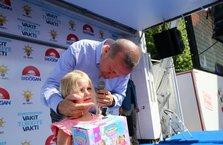 Cumhurbaşkanı Erdoğan'ın Isparta mitinginde sevgi dolu anlar