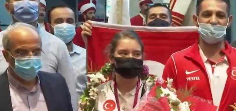 Son dakika: Milli sporcu Ayşe Begüm Onbaşı'ya Ankara'da coşkulu karşılama
