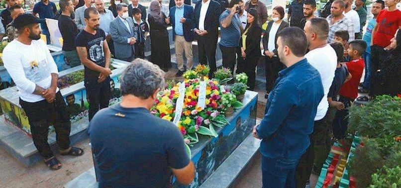 Bakan Çavuşoğlu'nun haddini bildirdiği Ann Linde ayağının tozuyla PKK'ya heyet yolladı