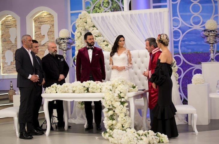 Esra Erol Da Mutlu Son Caner Canli Yayinda Evlendi Galeri