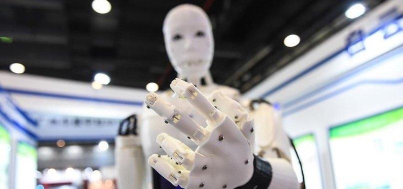 YAPAY ZEKALI ROBOT İNSANLARI YENDİ