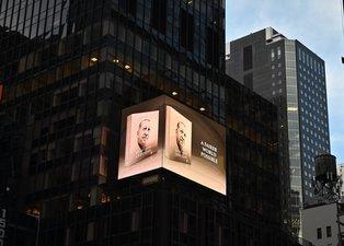 """Başkan Erdoğan'ın """"Daha Adil Bir Dünya Mümkün"""" kitabı New York'ta led ekranlarda tanıtıldı"""
