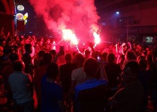 Trabzonspor'un Galatasaray zaferi meşalelerle kutlandı