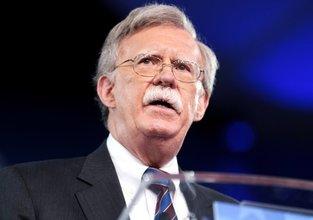 Trump'a savaş yanlısı danışman