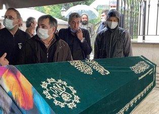 Erkan Petekkaya annesi Şerife Petekkaya'yı son yolculuğuna uğurladı