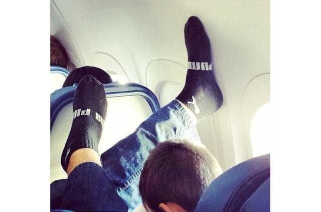 Uçakta öyle bir şey yaptılar ki! Yolcular gözlerine inanamadı...