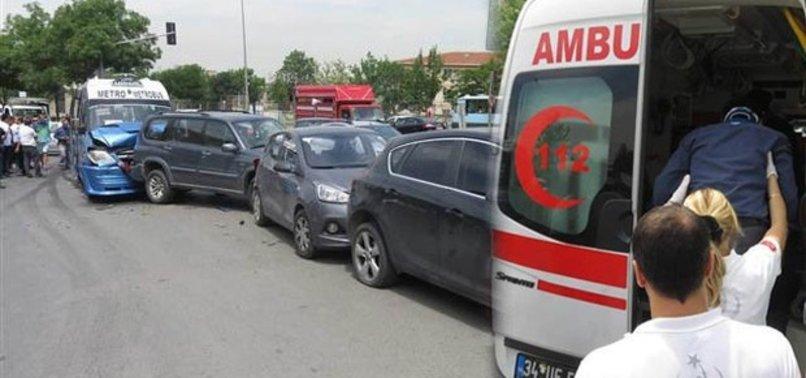 İSTANBUL'DA DEHŞET: YOLCU MİNİBÜSÜ 5 ARACA ÇARPTI, 4 YOLCU YARALI