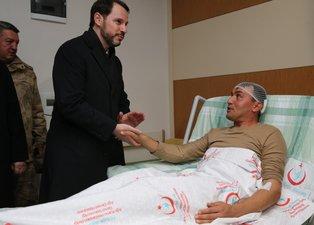 Bakan Berat Albayrak'tan Ağrı'da yaralı askerlere ziyaret