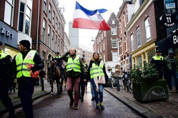 HOLLANDA'DA SARI YELEKLİLER HÜKÜMETİ PROTESTO ETTİ